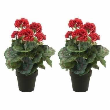 Geboorte 2x nep geranium plant rood in zwarte pot kunstplant