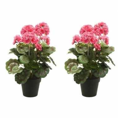 Geboorte 2x nep geranium plant roze in zwarte pot kunstplant