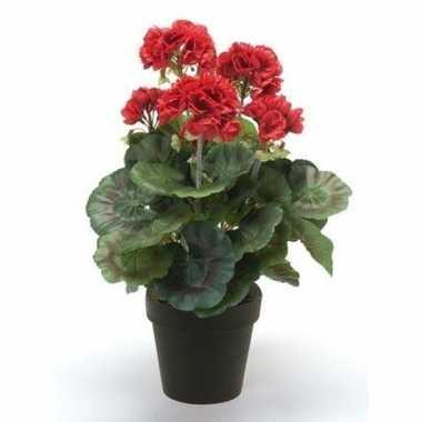 Geboorte nep geranium plant rood in zwarte pot kunstplant